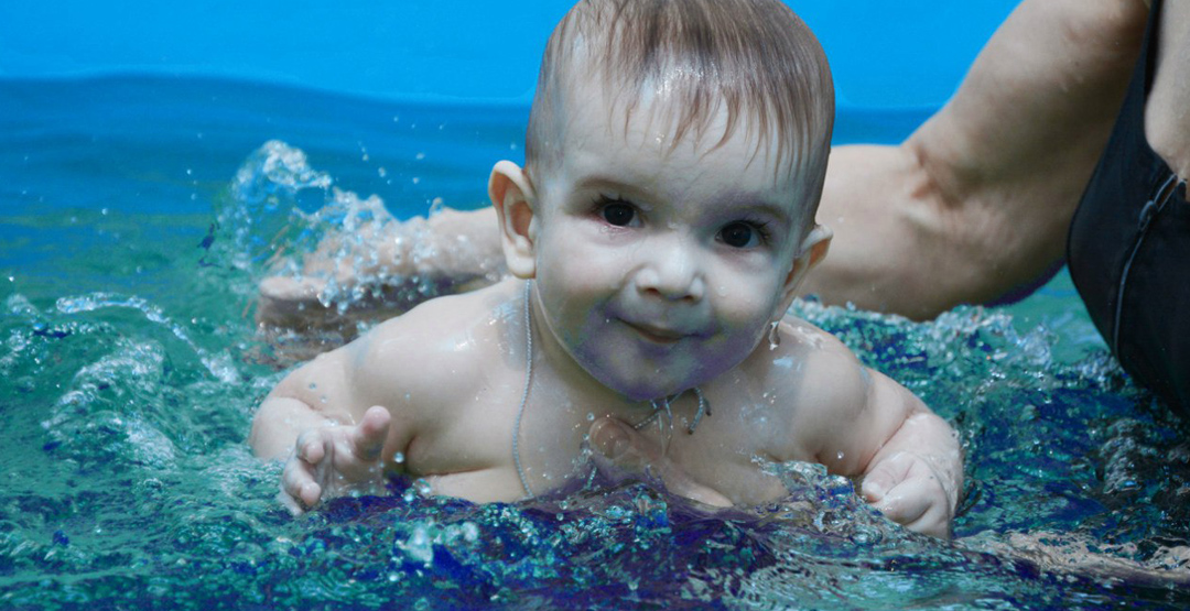Занятие в бассейне в детском центре «Почемучка»