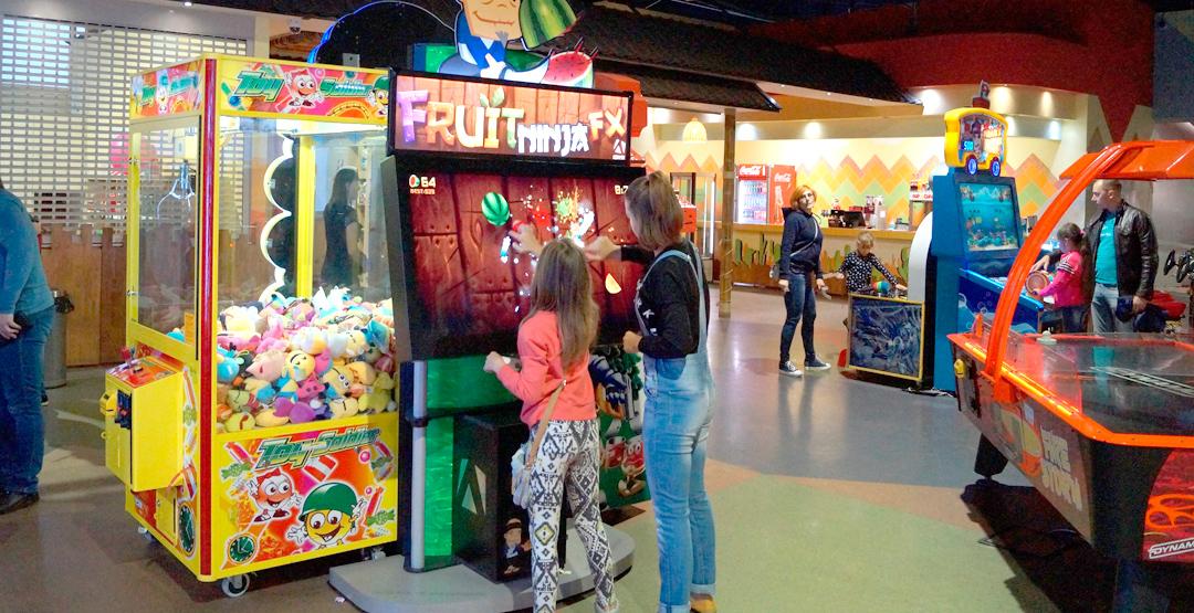 Игровые автоматы, лабиринт и автодром в РЦ «Маракана»