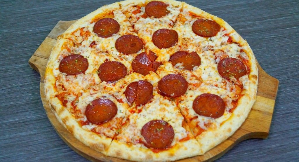 """Сет«Сиам» + Пицца (40 см) """"Пепперони"""" или """"Мясная"""" на выбор от службы доставки роллов «БанЗаяц»"""