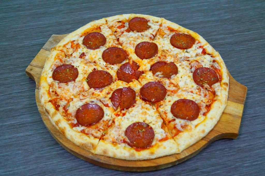"""Сет«Сиам» + Пицца """"Пепперони"""" или """"Мясная"""" на выбор от службы доставки роллов «БанЗаяц»"""