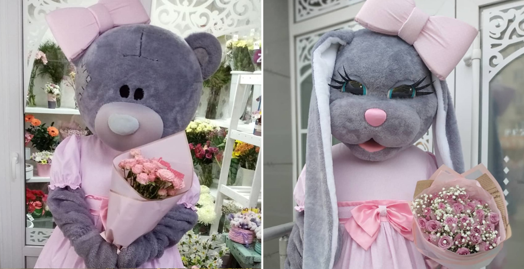 Костюмированное поздравление+7 роз с лентой и 5 шаров с гелием от компании «Амур.ру»
