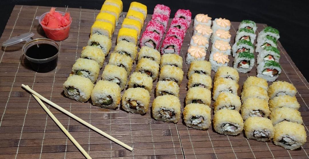Сет «КОМБО №3» весом 1,6 КГ от компании «Хокку суши» 64 шт