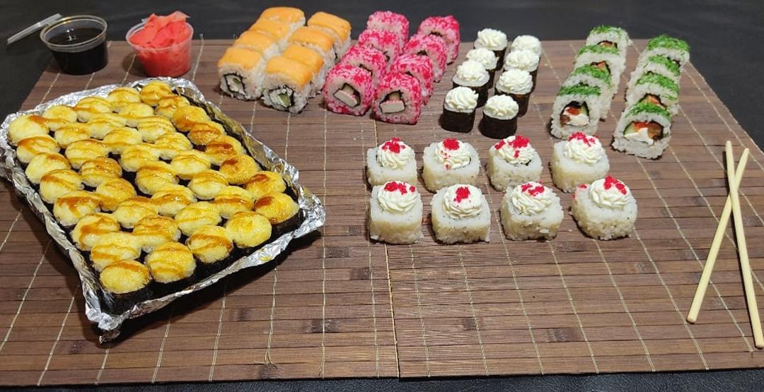 Сет «КОМБО №2» весом 1,5 КГ от компании «Хокку суши» 80 шт